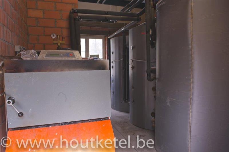 centrale verwarming op houtblokken